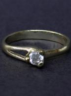 Aliança Folheada a Ouro com Pedra Zirconia